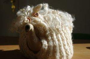 Tea_pot_with_knitted_tea_cosy_sheep